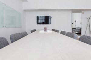 Pracovný stôl so stoličkami