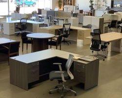 Jak uspořádat kancelářský nábytek tak, abyste se vyhnuli zranění?