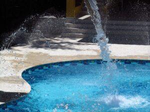Murovany bazen s kachličkami